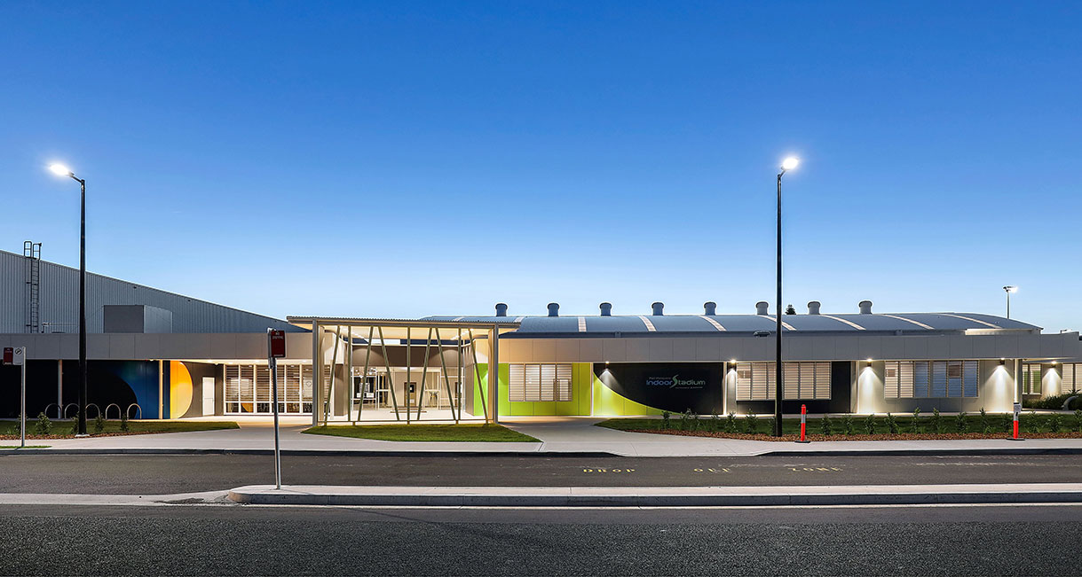 Industralight-LED-Lighting-Port_Macquarie_Indoor_Stadium_High_Facade_7A