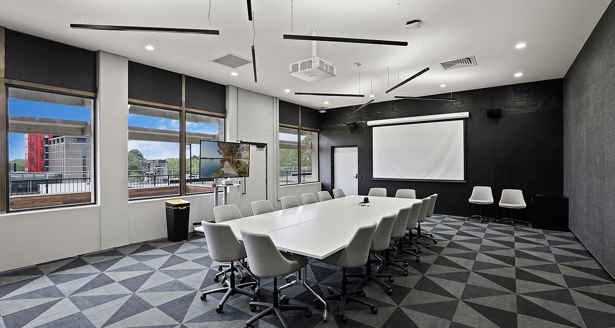 Industralight_Macquarie_University_High_Meeting_roomIndustrial_LED_Lighting